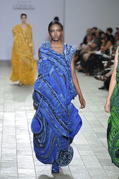 Teruhiro Hasegawa CSM 2012 Louise Wilson, Fashion Artwork, Fashion Courses, Catwalk Fashion, Heirloom Sewing, Sculptural Fashion, Funky Fashion, Japanese Design, Fabric Manipulation