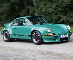 Information: Porsche 911 Carrera 2 Coupé, Aufbau im Stil des Carrera RSR Porsche 911 964, Porsche Autos, Porsche Carrera Gt, Porsche Sports Car, Porsche Classic, Classic Cars, Porsche Modelos, Porsche Sportwagen, Smart Car