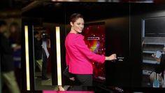 """""""Intelligence Color Experience"""" : Un distributeur automatique de produits cosmétiques installé du 4 nov. au 30 déc. dans une station de métro de Manhattan (L'Oréal, 2013)"""