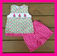 He encontrado este interesante anuncio de Etsy en https://www.etsy.com/es/listing/193050073/watermelon-smocked-short-set-pink-green