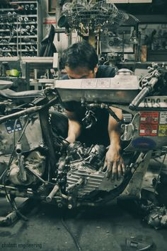 Brat Motorcycle, Motorcycle Garage, Old School Chopper, Bike Builder, Vintage Tools, Garage Workshop, Mechanical Engineering, Bike Life, Custom Bikes