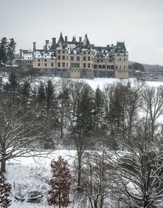 Sometimes, Winter at Biltmore provides the most exquisite views. Plan your visit to America's largest home today! Biltmore Estate Christmas, Biltmore Estate Asheville Nc, Wonderful Places, Great Places, Abandoned Mansions, Abandoned Castles, Abandoned Places, Fantasy Castle, Castle House