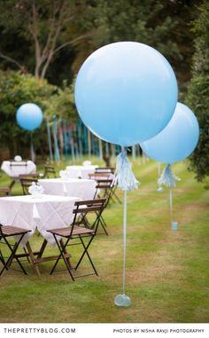 Giant blue balloons | Photographer: Nisha Ravji, Coordinating: White Door Events