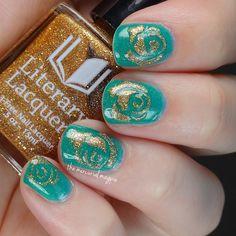 Gold rose nail art