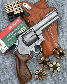 RAE Magazine Speedloaders will save you! Ninja Weapons, Weapons Guns, Guns And Ammo, Smith And Wesson Revolvers, Smith Wesson, Revolver Pistol, Fire Powers, Military Guns, Assault Rifle