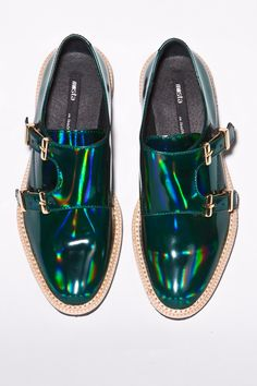 Miista Shoes / Victoria Brogue in Holographic Green Mode Shoes, Men's Shoes, Shoe Boots, Shoes Sneakers, Platform Shoes, Crazy Shoes, Me Too Shoes, Vestidos Gg, Green Shoes