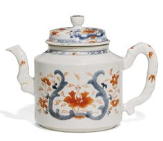 A Chinese Imari teapot and cover, Qing dynasty, 18th century