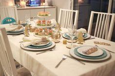 Table de Noel, déco de noel, idée de table, décoration, decoaddict, bleu, menthe, doré Decoration, Table Settings, Mint Blue, Christmas Tabletop, Decor, Place Settings, Decorations, Decorating, Dekoration