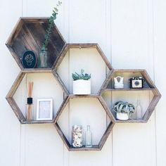 5 Hexagon Shelves// Pallet Shelf// Reclaimed Wood// Pallet Art// Pallet Wood She… - Regal Selber Bauen Wood Pallet Art, Wooden Pallet Projects, Wooden Pallet Furniture, Wooden Pallets, Pallet Ideas, Pallet Couch, Plastic Pallets, Pallet Designs, 1001 Pallets