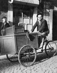quatro almas: enquanto salazar vivia Old Photos, Vintage Photos, Lisbon Portugal, Baby Strollers, 1, Bike, Costumes, Black And White, History