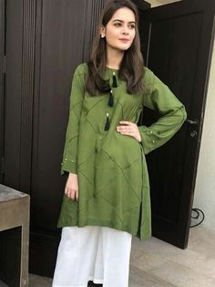 Beautiful Hijab Style For Wedding 2018 In Different Design Stylish Dresses For Girls, Stylish Dress Designs, Designs For Dresses, Simple Dresses, Casual Dresses, Fashion Dresses, Simple Pakistani Dresses, Pakistani Fashion Casual, Pakistani Dress Design