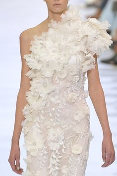 Elie Saab. Is there no end to this designer's idea of romance and art in a dress?!?!?!
