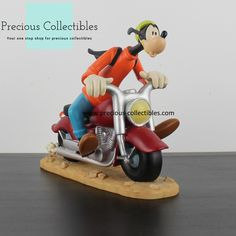 Goofy riding a motor. For more information check out the extended gallery at our collectibles webshop. Favorite Cartoon Character, Looney Tunes, Cartoon Characters, Walt Disney, Statue, Gallery, Check, Cartoon Caracters, Sculpture