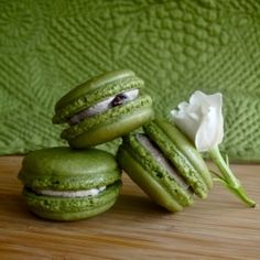 Matcha Macarons with Adzuki Bean Filling--delicious green tea flavor with sweet red bean paste