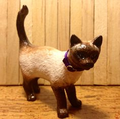 Schleich cat custom. Original was grey/white, now a Ragdoll Cat! Malena Landon custom Schleich.