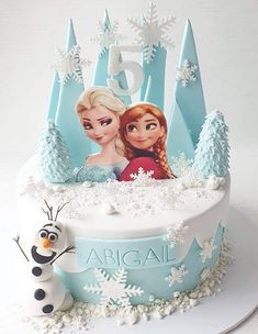 Frozen 2 is here and were ready to party! cute cool wild zoo jungle animals fondant first birthday cake for kid Elsa Birthday Cake, Frozen Themed Birthday Cake, Frozen Theme Cake, Disney Frozen Birthday, Themed Cakes, Geek Birthday, 4th Birthday, Frozen Birthday Decorations, Pastel Frozen