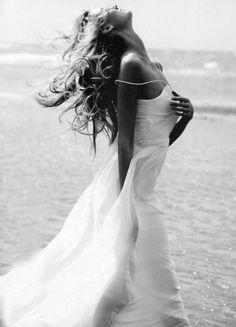 Awesome black and white photographs couples Beach Photography Poses, Beach Poses, Beach Portraits, Creative Portraits, Photography Women, Boudoir Photography, Portrait Photography, Fashion Photography, Bridal Portraits
