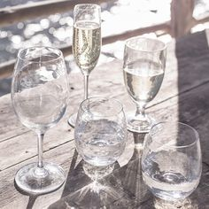Picnic Champagne Flutes - Set of 4 Champagne Cocktail, Champagne Glasses, Large Wine Glass, Apple Roses, Summer Drinks, Summer Parties, Tea Parties, Company Picnic, The White Company