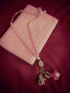 Canım kuranim ve tesbihimmm ..! Quran Verses, Quran Quotes, Islamic Quotes, Allah, Quran Karim, Quran Wallpaper, Quran Book, Ramadan Gifts, Beautiful Rose Flowers