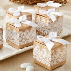 Favouræske med blonder - Romantisk gaveæske til bryllup - Party Mood Wedding Favors And Gifts, Honey Wedding Favors, Vintage Wedding Favors, Creative Wedding Favors, Inexpensive Wedding Favors, Elegant Wedding Favors, Edible Wedding Favors, Cheap Favors, Wedding Favor Boxes