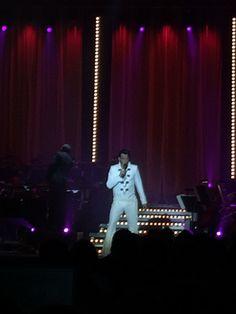 Elvis at The Symphony, Odense Idrætshal den 24. april. Odense Symfoniorkester og Henrik Busborg hylder Elvis med en koncert i anledning af Elvis' 80 års fødselsdag.  Fabelagtig koncert