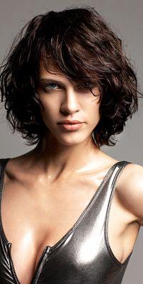 """Képtalálat a következőre: """"rövid női frizurák hullámos hajból"""""""
