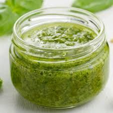With only a few common ingredients, this fresh spinach pesto comes together fast and easy. Perfect for use with pasta, meats, and snacking. You'll never make traditional basil pesto again! Salsa Pesto, Pesto Hummus, Pesto Sauce, Parsley Pesto, Homemade Pesto, Homemade Spices, Quinoa Pasta, Vegetarian Recipes, Cooking Recipes