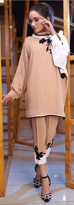 Fashion Pants, Fashion Outfits, Womens Fashion, Fashion Styles, Pakistani Outfits, Indian Outfits, Ethnic Fashion, Indian Fashion, Simple Dresses