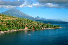 Name this active volcano, which is the highest point on this beautiful island. (click pic for hint)
