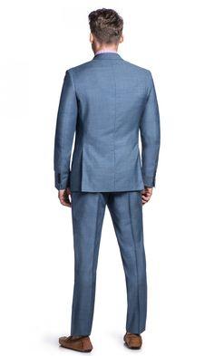 Dopasowany (slim fit) niebieski garnitur SALERNO + ADAMz marynarką zapinaną na dwa guziki to elegancka propozycja dla mężczyzn,…