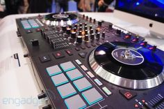 Numark NS7 II Serato DJ Controller with Spinning Vinyl Contollers