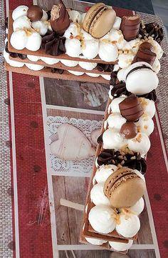 La meilleure recette de Number cake chocolat! L'essayer, c'est l'adopter! 5.0/5 (6 votes), 8 Commentaires. Ingrédients: Pâte cacaotée: 370g de farine 30g de fécule de pomme de terre 140g de beurre 140g de sucre glace 2 œufs 10g de cacao non sucré type van houten 1 pincéede fleur de sel Ganache chocolat: 120g de chocolat noir 120g de crème liquide à 30% Crème montée vanille: 300ml de crème liquide à 30% 150g de mascarpone 1 sachet de sucre vanillé 2 cuillères à soupe de sucre glace Déco Cake Original, Cake Lettering, Cake Chocolat, Number Cakes, Cake & Co, Profiteroles, Sweet Cakes, Cream Cake, Cake Cookies