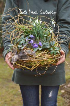 Easter Flowers, Spring Flowers, Orchid Flower Arrangements, Garden Workshops, Christmas Door Wreaths, Flower Stands, Diy Garden Decor, Spring Garden, Dried Flowers