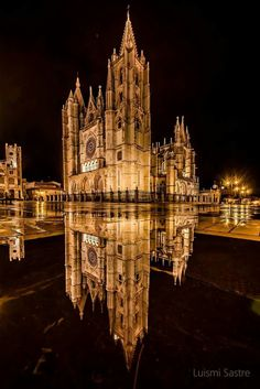 Catedral de León Gothic Cathedral, Cathedral Church, Southern Europe, Tower Bridge, Beautiful Places, Places To Visit, Architecture, World, Building