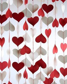 Excellent floating heart backdrop is perfect for any weddingbooth! #rentmyphotobooth Nice photo via #designandpaper