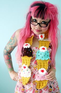 Show your love for the sweet stuff with this tasty ice cream scarf.