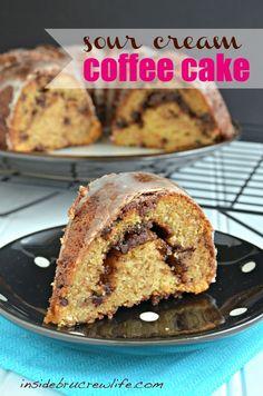 Sour Cream Coffee Cake - coffee cake with a cinnamon chocolate chip swirl #coffeecake #breakfast