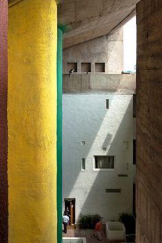 High court of chandigarh, Le Corbusier Architecture Bauhaus, Le Corbusier Architecture, Colour Architecture, Modern Architecture Design, Interior Architecture, Interior And Exterior, Interior Design, Mondrian, Gaudi