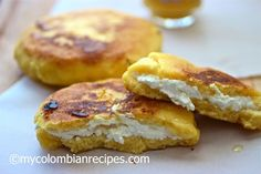 Arepa boyacense - Stuffed Arepas from Boyacá, Columbia. Arepas are flat cornmeal cakes made with special cornmeal flour specifically for arepas. These also include white flour, sugar and eggs. Colombian Arepas, Colombian Dishes, My Colombian Recipes, Colombian Cuisine, Cuban Recipes, Colombian Breakfast, Columbian Recipes, Smoothie, Tamale Recipe