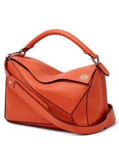 8dd050e09ef88b LOEWE . #loewe #bags #shoulder bags #hand bags #leather # Loewe