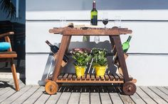 Achei na IDEASTORE - carrinho de madeira para áreas externas