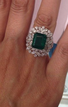 The white gold diamond horseshoe ring features of round white diamonds Find out more… Emerald Jewelry, Diamond Jewelry, Gold Jewelry, Vintage Jewelry, Fine Jewelry, Diamond Necklaces, Emerald Rings, Jewellery, Jewelry Trends