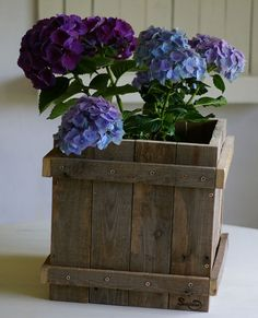 diy Blumenkübel aus palette,Blumenübertopf aus Palettenholz selber bauen. Weiters unter www.recyclingkunst.wordrpess.com