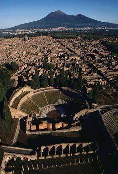 Antike Stadt Pompeji und Vesuv