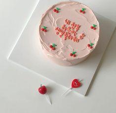 Pretty Birthday Cakes, My Birthday Cake, Pretty Cakes, Birthday Cake Decorating, Simple Cake Designs, Pastel Cakes, Gateaux Cake, Little Cakes, Cute Desserts