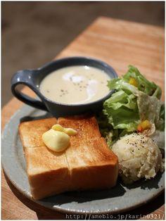 Cafe in Tokyo バタートースト Breakfast Menu, Breakfast Recipes, Def Not, Good Food, Yummy Food, Mooncake, Cafe Food, Aesthetic Food, Food Presentation