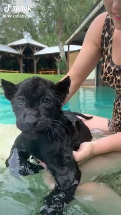 This baby likes to swim 💗💗💗