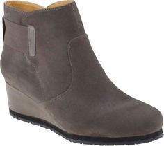 Buy the Earthies Beaumont women's boots on sale at PlanetShoes.com. Shop for Earthies on sale with free shipping and returns on orders over $ 49. Click or call, 888-818-7463! (Dusty Grey)