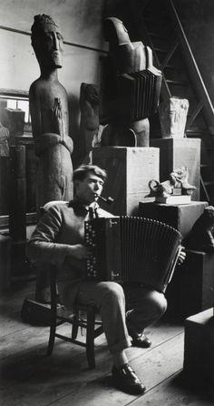 kvetchlandia: André Kertész Sculptor Ossip Zadkine in His Studio, Paris 1926