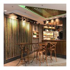 Bom dia de volta para o lar com café da manhã no aeroporto!  Hoje fui surpreendida com um café digno no Galeão/Rio com direito a ovos mexidos e frutas além de opções sem lactose e sem glúten .  E o melhor pela primeira vez não achei o preço abusivo... Pq vcs sabem né? Qualquer cafezinho no aeroporto é sempre uma facada. #lardoceviagem #ldcnoriodejaneiro #coffee #breakfast #bomdia #mood #love #galeao #deliriotropical